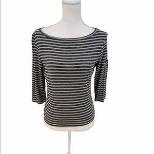 Harlow striped 3/4 sleeve tee with round neckline